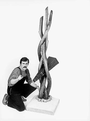 Donatello Losito mit Objekt IL Ginepro, 1983